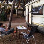 Jens vor dem Womo auf dem Campingplatz Etruria