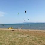 Kiter am Strand. Gut zu sehen der Stehbereich